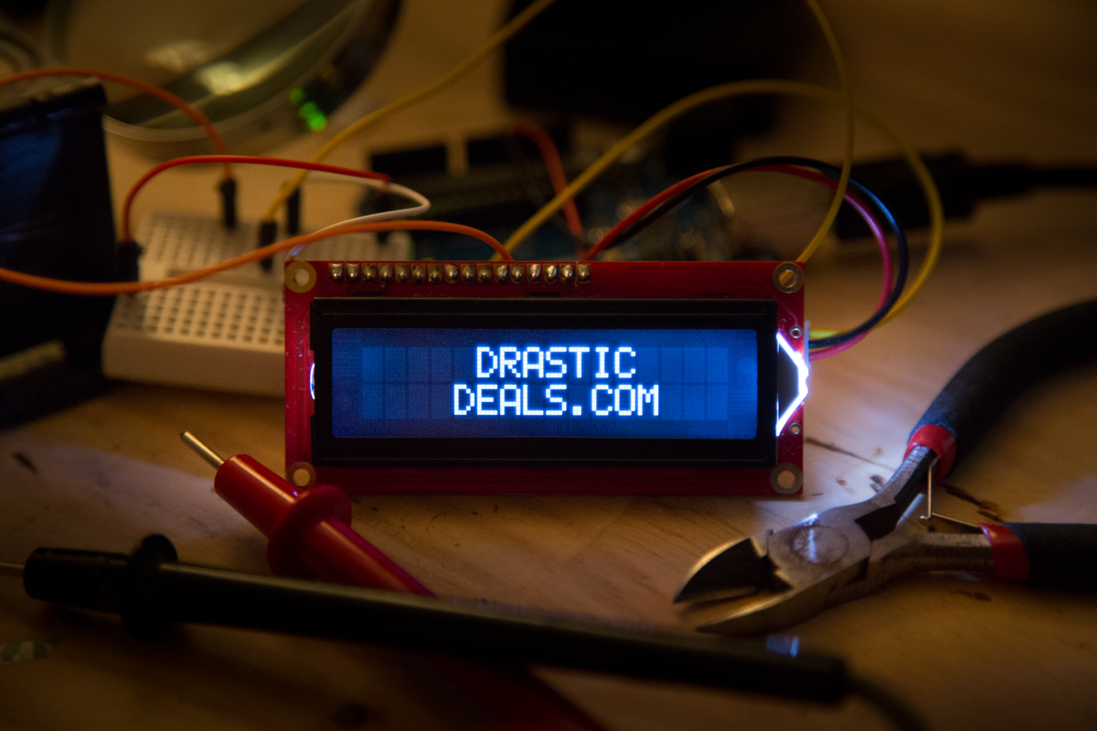2X2A0882 Circuit Board LCD Displaying DrasticDeals.com Logo (PHOTO)
