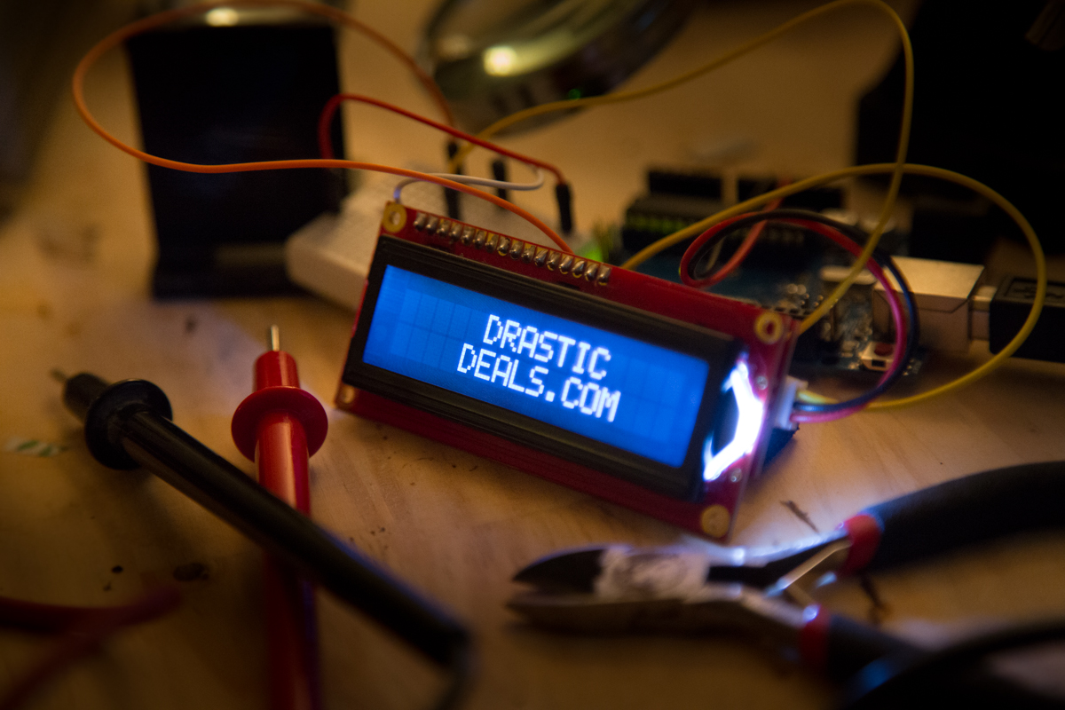 2X2A0884 Circuit Board LCD Displaying DrasticDeals.com Logo (PHOTO)